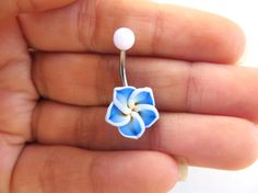 Lovely blue and white plumeria on a 14 gauge, surgical steel barbell. The flower is about 13mm at the widest point. The bar in the pictures is about 10mm long. However the piece is also available with