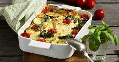 Fyll en form med goda grönsaker och låt dem sedan puttra sig smakrika under ett läckert osttäcke. Krämigt och gott! Wok, Lchf, Vegetable Pizza, Squash, Cauliflower, Broccoli, Gluten, Vegetarian, Vegetables