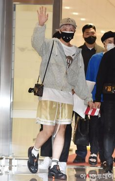 Bts Airport, Airport Style, Gwangju, Foto Bts, Bts Photo, Jung Hoseok, Mixtape, Jin, Bts Army Bomb