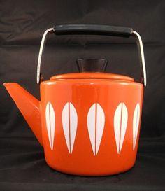 Cathrineholm Lotus Enamelware Teapot Kettle Norway in Orange Vintage Retro Vintage Love, Retro Vintage, Vintage Teapots, Lotus Design, Tea For One, Kitchen Dishes, Vintage Kitchen, Kitchenware, Kettle