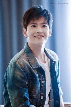 for likes korean movie Yang Yang Actor, Yang Wei, Handsome Korean Actors, Handsome Boys, Top Celebrities, Celebs, Dramas, Jing Boran, Crush Pics