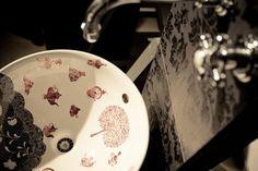 Hand painted porcelain sink. Wagner Arte workshop and Villeroy porcelain.