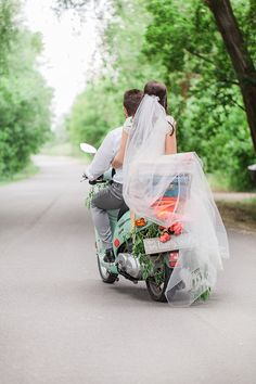 Say goodbye to your wedding in style by making a grand exit! From classic cars to row boats, here are 5 wow-worthy ways to end your vintage wedding day. Wedding Exits, Wedding Poses, Dream Wedding, Wedding Day, Wedding Reception, Vespa Wedding, Wedding Groom, Couple In Love, Grooms Party