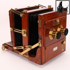 Offered for sale is an exceptionally fine mahogany & brass half plate stereo tailboard outfit by George Hare, London www.fgphotographica.com