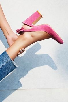 Frayed cropped jeans with a bright pink pair of slingbacks for a pop of color.
