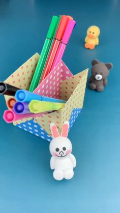 This craft can make your child happy! Whatever we will do for the happiness of a child, including to provide a toy that is useful for him. Diy Crafts Hacks, Diy Crafts For Gifts, Creative Crafts, Fun Crafts, Paper Flowers Craft, Paper Crafts For Kids, Paper Crafts Origami, Origami Art, Pot A Crayon