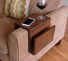 Миниатюрный столик-трансформер, подставка на подлокотник дивана