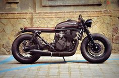 Honda CB750 SF Brat Style with FOUR tank by Overbold Motor Co. #motorcycles #bratstyle #motos | caferacerpasion.com