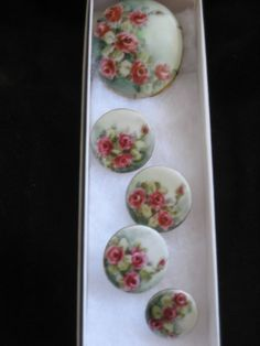 Vintage 1920's Porcelain RED ROSES Brooch & FOUR Buttons Hand Painted SET | eBay Button Art, Button Crafts, Painted Roses, Hand Painted, Crochet Pincushion, Vintage Sewing Notions, Vintage Packaging, My Sewing Room, China Plates