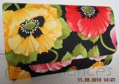 Carteira nellfernandes em algodão italiano floral com fundo preto.