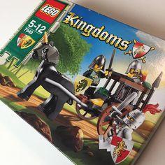 Veel Bouwplezier schrijft regelmatig reviews van LEGO sets. Dit keer reviewen we een set uit 2010: review LEGO 7949 Kingdoms Prison Carriage Rescue.