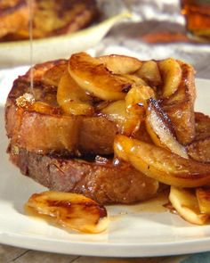 Fabulous for all of our crisp fall apples! Apple Maple French Toast #apples #frenchtoast