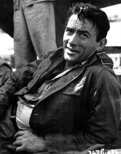 """Gregory Peck est un de mes acteurs pour qui j'avais le béguin étant jeune...j'ai toujours eu un faible pour les beaux """"brummels""""....;-)....probablement parce qu'il ressemblait à mon père, notre premier amour de petite fille....:-)"""