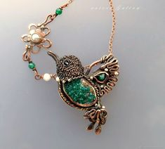 Изумрудная птица.Диоптаз – Emerald hummingbird. Brooch - pendant. Dioptase.Autore Galina Wire Wrapped Jewelry, Wire Jewelry, Metal Clay Jewelry, Beaded Jewelry Patterns, Wire Wrapping, Bracelets, Necklaces, Jewelry Making, Brooch