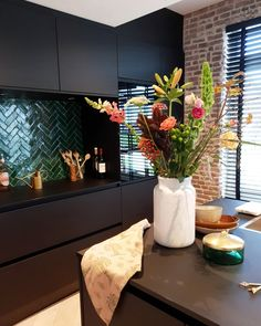 Home Decor Kitchen, Kitchen Interior, Home Kitchens, Kitchen Design, Living Room Inspiration, Interior Inspiration, Small Apartment Layout, Interior Styling, Interior Design