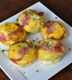 These egg muffins are ideal to serve during the Easter breakfast. Happy Foods, Quiches, High Tea, I Foods, Love Food, Breakfast Recipes, Cooking Recipes, Low Carb Recipes, Food Porn