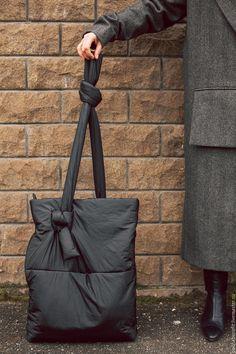 Lv Bags, Purses And Bags, Shopper Bag, Cloth Bags, Handmade Bags, Bag Making, Fashion Bags, Bucket Bag, Leather Bag