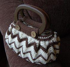 Marvelous Crochet A Shell Stitch Purse Bag Ideas. Wonderful Crochet A Shell Stitch Purse Bag Ideas. Crochet Handbags, Crochet Purses, Crochet Bags, Love Crochet, Bead Crochet, Crochet Purse Patterns, Tote Pattern, Crochet Shell Stitch, Knitted Bags