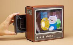 ブラウン管テレビ型のスマホ用スクリーンがレトロでかわいい