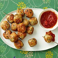 Chicken Parm Meatballs Rachael Ray - stuffed with bocconcini / mozzarella Yummy Appetizers, Appetizer Recipes, Dinner Recipes, Italian Appetizers, Meatball Appetizers, Yummy Snacks, Yummy Food, Chicken Parmesan Meatballs, Chicken Parmesean