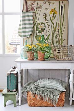 Обязательно декорировать помещения дома стиля прованс всевозможными травами и цветами, а также их изображениями на рисунках