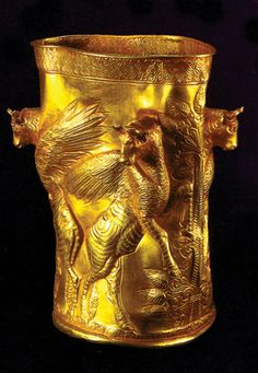 Golden cup BC) from the Necropolis of Marlik is an ancient site near Roudbar in Gilan, north of Iran. The site of a royal cemetery and artifacts found at this site date back to years ago. The artifacts contain amazing workmanship with gold. Ancient Mesopotamia, Ancient Civilizations, Ancient Egypt, Ancient History, Historical Artifacts, Ancient Artifacts, Objets Antiques, Arte Tribal, Ancient Near East