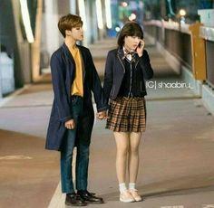 Aaaahhhh, Jimin is taller than Yoongi😂☺️😍 Bts Girl, Bts Boys, Kim Namjoon, Seokjin, Min Yoonji, Bts Memes Hilarious, Non Fiction, Bts Lockscreen, Min Suga