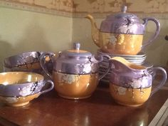 I have a set very similar to this.Mom bought it for herself before she was married. Old Fashioned House, Japanese Tea Set, Pottery Marks, Tea Art, My Cup Of Tea, Tea Service, Chocolate Pots, Tea Accessories, Tea Ceremony