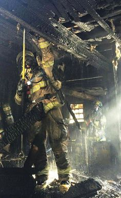 FIREGROUND ACTION: Check out this awesome shot of Jacksonville Fire and Rescue Department firefighters on the scene of a two-story house fire Shared by LION Firefighter Training, Firefighter Paramedic, Female Firefighter, Firefighter Quotes, Volunteer Firefighter, Fire Dept, Fire Department, Hot Shots, Firefighter Pictures