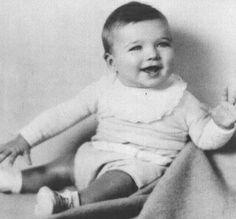 Es de ascendencia inglesa, irlandesa, escocesa y holandesa2 6 y fue criado en el seno de una familia de clase trabajadora junto con su hermana pequeña, Jeanne (nacida en 1934)