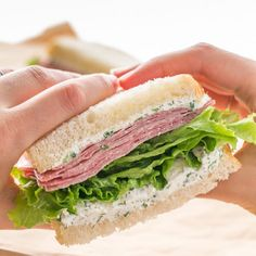 This salami sandwich with dill cream cheese spread is easy and perfect work or school lunch since it can be made the night before. The best salami sandwich! Sandwiches For Work, Healthy Sandwiches, Sandwiches For Lunch, Soup And Sandwich, Wrap Sandwiches, Sandwich Spread, Sandwich Ideas, Delicious Sandwiches, Salami Sandwich
