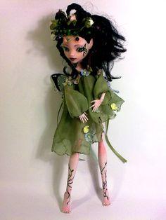 Mostro Alta riverniciare, Mostro Alta personalizzata, bambola riverniciata,OOAK, Draculaura,bambola artistica,Bea Farfalla, Fata