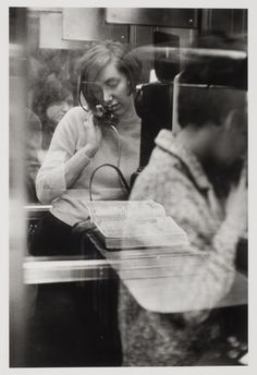 Woman in a phone booth. New York, 1967. [Credit : Danny Lyon]