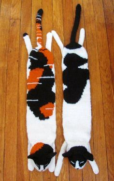 Awesome cat scarves intarsia knitting pattern - available on Craftsy!