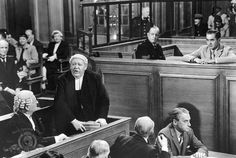 Tyrone Power and Charles Laughton in Witness for the Prosecution