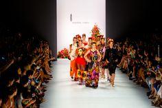 """Rebekka Ruétz Fashionshow während der Mercedes Benz Fashionweek im Juli 2015 - Die Frühjahr/Sommer-Kollektion 2016 - """"A Touch of Frida"""" unterstreicht die"""