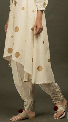 Salwar Salwar Designs, Kurti Neck Designs, Dress Neck Designs, Stylish Dress Designs, Kurti Designs Party Wear, Designs For Dresses, Blouse Designs, Stylish Dresses, Salwar Pants