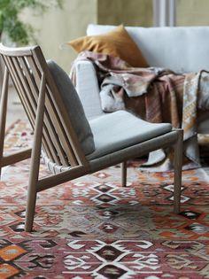 "Nyhet! Nu med klädsel i brunt skinn! Slideshow: 14 Bilder ""Att sitta på golvet i japanska hus är en speciell upplevelse. Ingen stol, mer so http://norrgavel.se/mobel/easy-chair/"