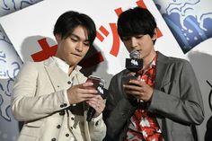 柳楽優弥 吉沢亮 | 映画 銀魂 | 初日 舞台挨拶 170714 Gintama Live Action, Ryo Yoshizawa, My Crush, Crushes, Japanese, Actors, Quotes, Beach, Qoutes
