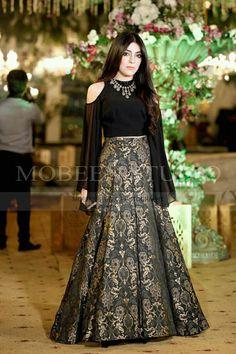Pakistani Fancy Dresses, Beautiful Pakistani Dresses, Pakistani Fashion Party Wear, Pakistani Wedding Outfits, Pakistani Dress Design, Fancy Dress Design, Stylish Dress Designs, Designer Party Wear Dresses, Indian Designer Outfits