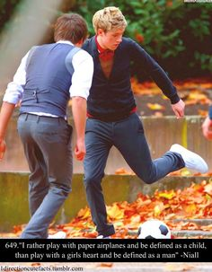 Only Liam would have his wallet in his pocket while filming a music video. And yes, I openly admit to looking at his butt. -E