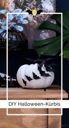 DIY Halloween-Deko selber machen: Kürbisse mit Fledermäusen | Filizity.com | DIY-Blog aus dem Rheinland #halloween #booh #kürbis #styleyourkürbis Halloween Bats, Diy Halloween Decorations, Ancient Beauty, Diy Blog, Hygge, Superhero Logos, Scary, Christmas Bulbs, Holiday Decor