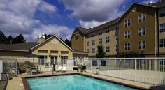 Homewood Suites by Hilton Montgomery Montgomery This Montgomery, Alabama all-suite hotel features a complimentary hot breakfast and nightly reception. Free Wi-Fi is provided. Montgomery city centre is 7 km away.