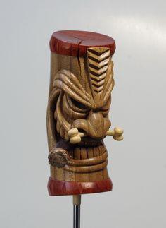 Totem Pole Tattoo, Totem Pole Art, Tiki Man, Tiki Tiki, Sculpture Head, Wood Sculpture, Tiki Pole, Cool Things To Build, Tiki Statues