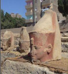 Našla se obrovská hlava Tutanchamonova dědečka, faraona Amenhotepa III. Bohužel má poškozenou tvář