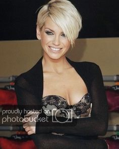 Everytime I see a picture of Girls Aloud, my eyes go right to Sarah Harding's hair. It is absolutley gorgeous, edgy, and fun. How much fun would this look be? I adore it. Pink Short Hair, Messy Short Hair, Short Hair With Bangs, Short Hair Cuts For Women, Easy Little Girl Hairstyles, Kids Braided Hairstyles, Scarf Hairstyles, Hairstyles Haircuts, Hairdos