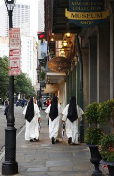 Gallery hopping Nashville Dominicans / New Orleans