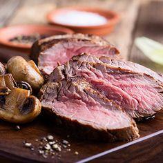 Rôti français aux champignons | Metro Chop Suey, Steak, Cooking, Kitchen, Food, Meatloaf, Lamb, Cooking Food, Red