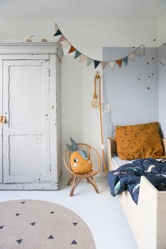 Raceauto behang donker - Baby clothing boy, Baby clothing girl, Gender neutral and baby clothing Childrens Room Decor, Playroom Decor, Kids Decor, Bedroom Decor, Toddler Rooms, Baby Boy Rooms, Modern Kids Bedroom, Girls Bedroom, Scandinavian Kids Rooms