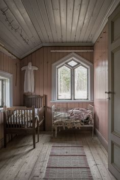 Home tour from Britas hus that stood abandoned for 30 years before we took these photos. Published in Gård & Torp in October, Room Inspiration, Interior Inspiration, Christmas Inspiration, Brita, French Country Bedrooms, Boy Decor, Vintage Room, Interior Design Living Room, Decoration